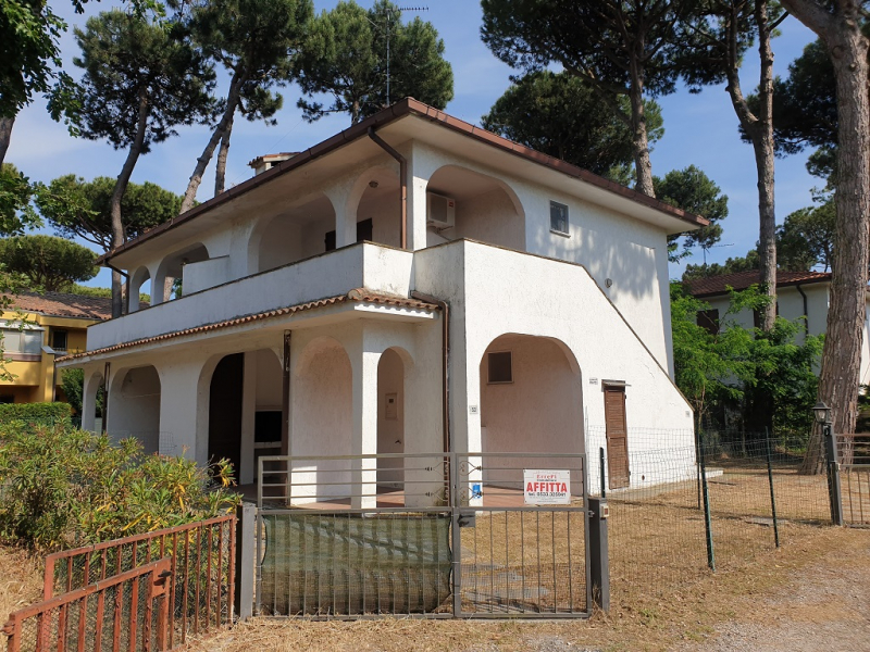 Villa on the first floor, with independent entrance and garden with parking space for rent in Lido degli Estensi - Veb 39/4
